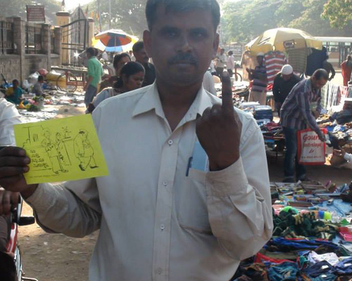 A shopper in Bangalore's Hal Market pledges to not sell his vote.